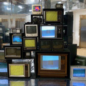 VINTAGE TV DISPLAY WALL PROP NEW YORK