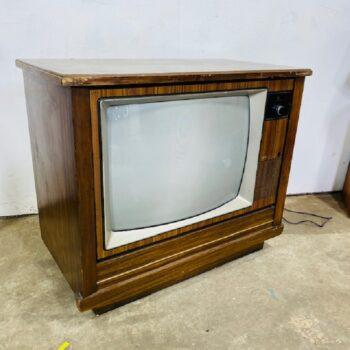 IMG_6932.jpg_tv prop_vintage_console_prop_nyc_CT